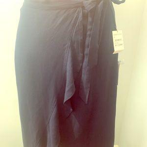 3/$25 or 2/$20 all skirts ✅  NWOT Nordstrom skirt